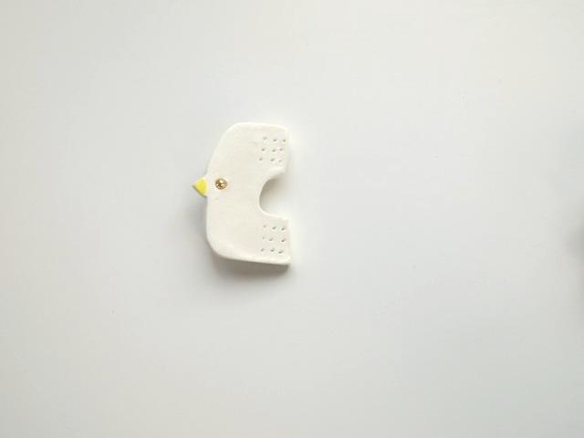 9月:鳥のブローチ(しろ)黄
