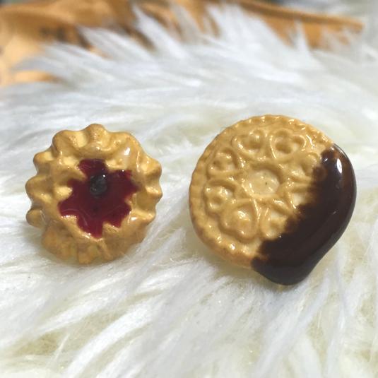 アシンメトリーなクッキーピアス