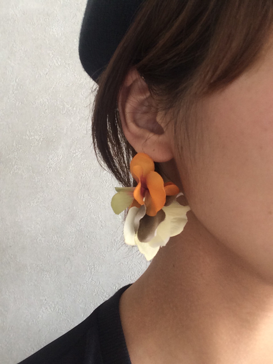 ear caph + fine an earring. b