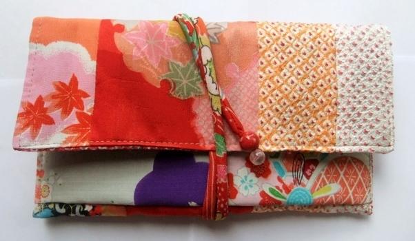 絞りの羽織と花柄の着物で作った和風財布 531