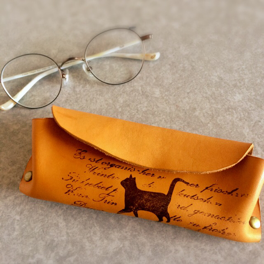 本革 と 猫 の アンティーク メガネケース
