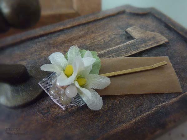 小さな白い布花とパステルリボンの髪飾/ヘアピン  〜プチプラライン