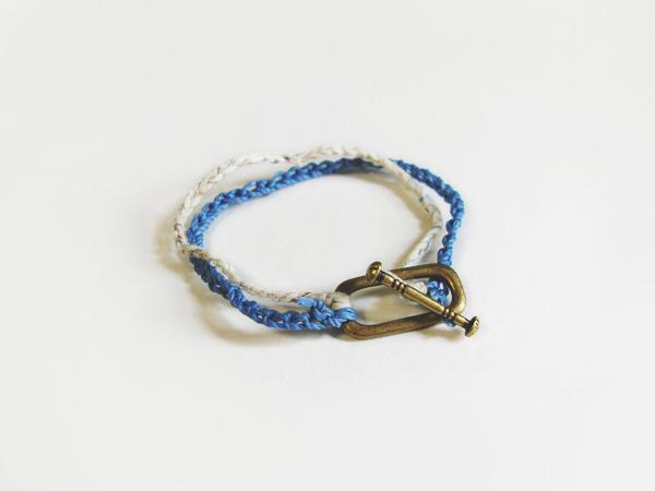 2色の鎖編み糸のブレスレット