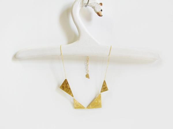 (再販)真鍮の三角を連ねたネックレス