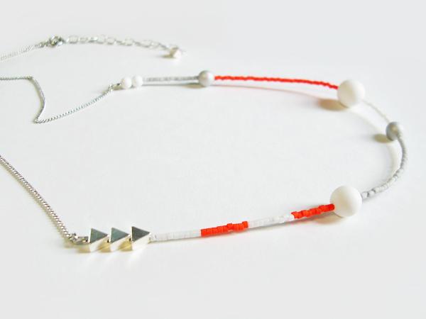 (再販)ネオンオレンジとマット白のネックレス