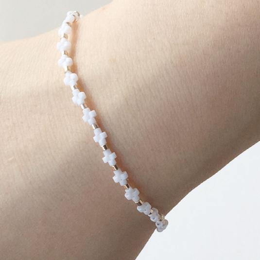 Narrow bracelet White ビーズの華奢ブレス