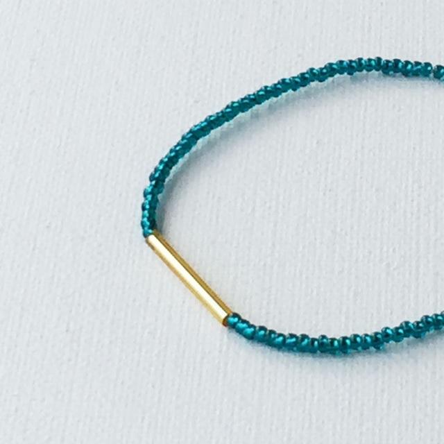ガラスビーズの華奢ブレス narrow bracelet