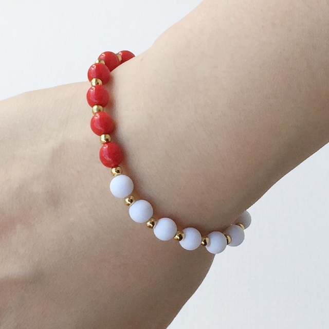 Red and white bi-color bracelet 紅白のバイカラーブレス