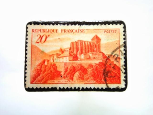 フランス 「城」切手ブローチ 070