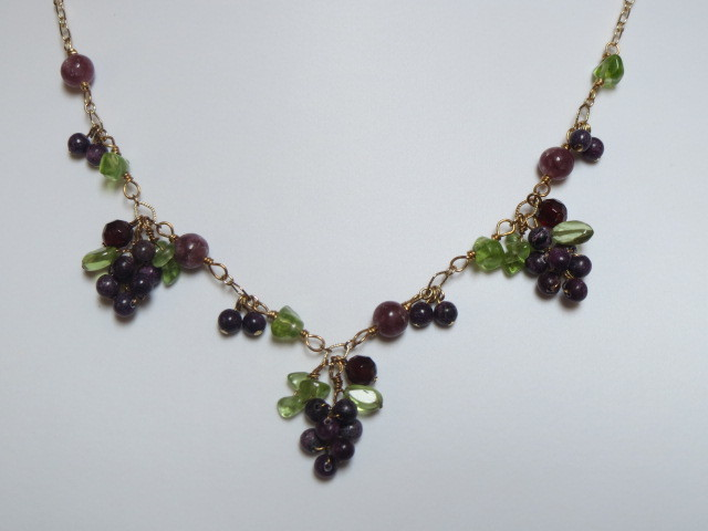 葡萄のネックレス