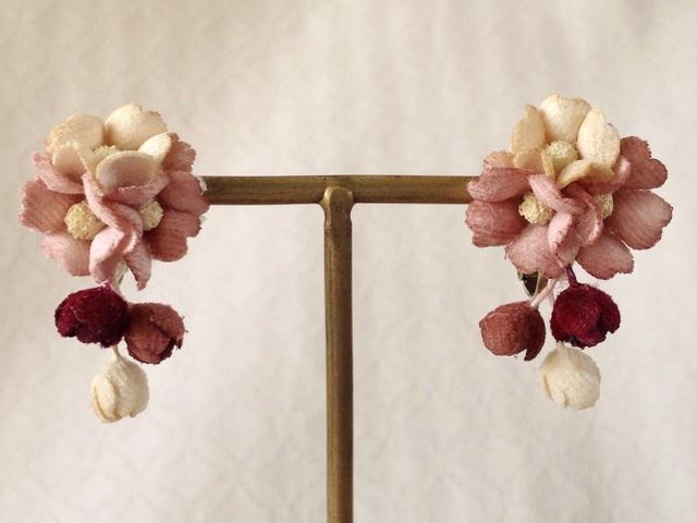 染め花の小花と蕾のイヤリングB(マロンピンクオフホワ紅茶)