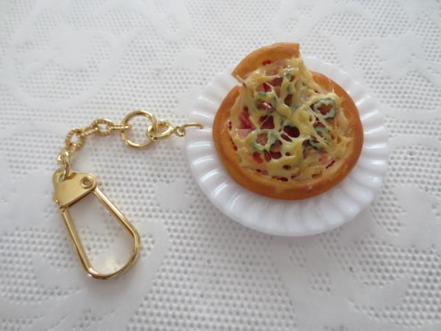 ☆チーズたっぷり!ミックスピザプレートキーホルダー☆