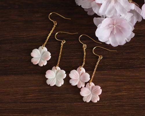 【さくら、咲く】 クイーンコンクシェルの桜ロングピアス/p536