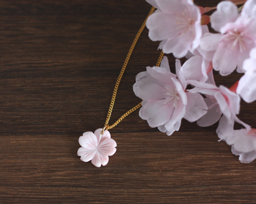 【さくら、咲く】 クイーンコンクシェルの桜ネックレス/n250