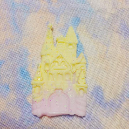魔法のお城ブローチ