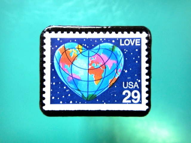 アメリカ「ハートの地球」切手ブローチ 084