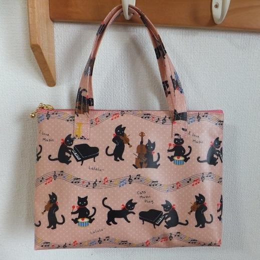 黒猫楽団のビニコミニバッグ