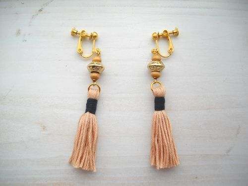TASSEL EARRINGS beige