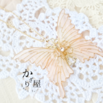 フローラルカラーの蝶ネックレス〜Rose fragrance〜(Necklace of butterfly 〜Rose fragrance〜)