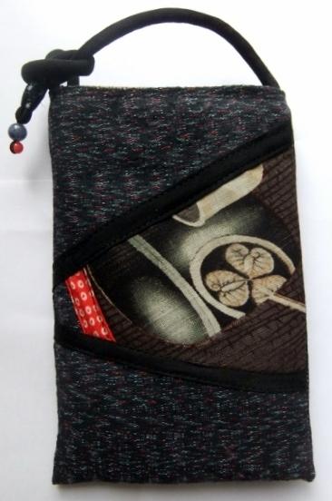 織りの着物と色大島で作ったスマートフォン入れ 560