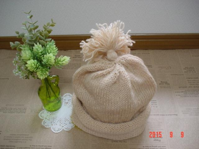 ☆彡揺れるタッセル付knit帽子(ライトベージュ色)
