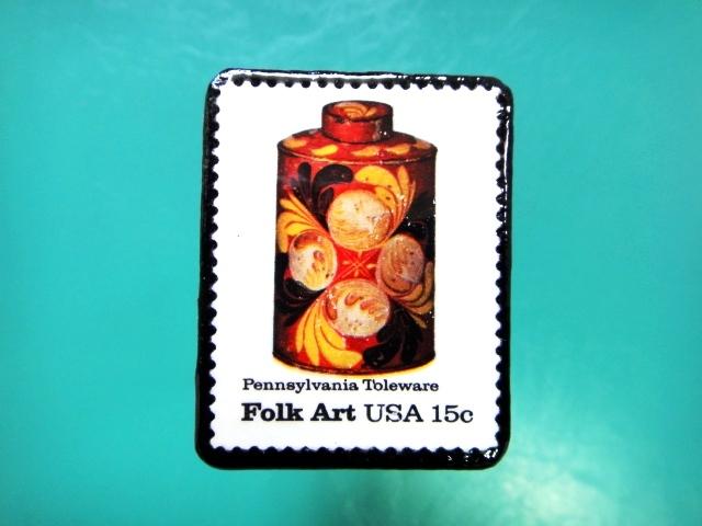 アメリカ「フォークアート」切手ブローチ 085