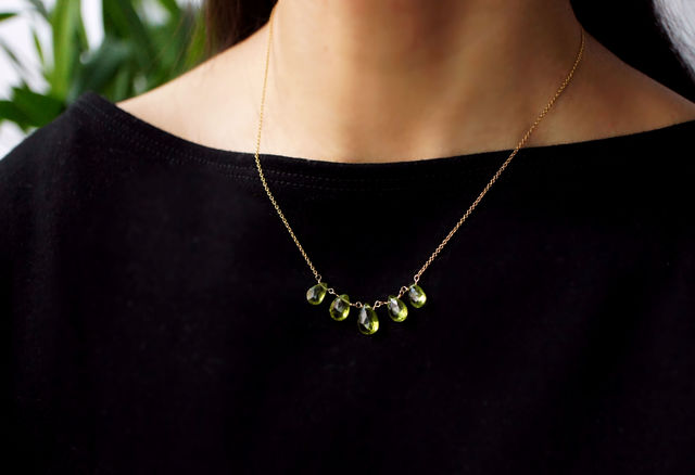 再販】ペリドットの5粒ネックレス 〜Romana