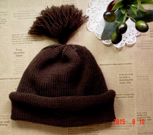 ☆彡揺れるタッセル付knit帽子(こげ茶色)