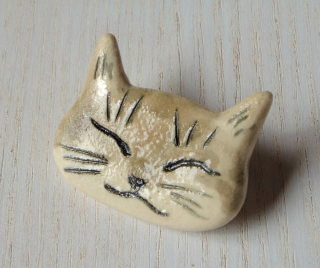 ネコネコ陶ブローチ-ベロア