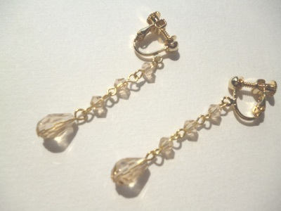 カットガラスのイヤリング