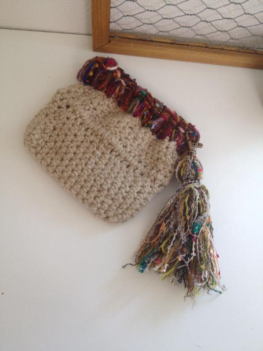 麻紐とエスニック調引き揃え糸のバネポーチ