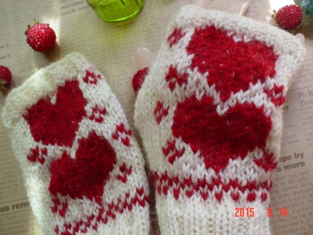 ☆彡真っ赤なハート編み込み模様のFingerless Mittens