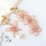 蝶と桜の揺れるイヤリング(Earrings of butterfly and cherryblossom ).