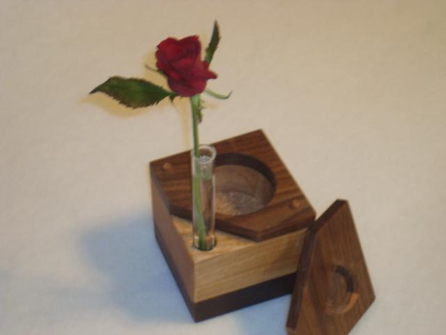 無垢の木キューブ一輪挿し、小物入れ付!
