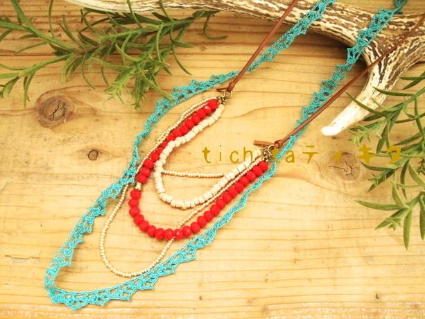 レース編みとビーズのネックレス〈エメラルド×赤〉