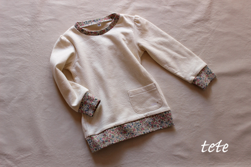 【size100】接結ニットの長袖パフスリーブTシャツ(生成×小花)
