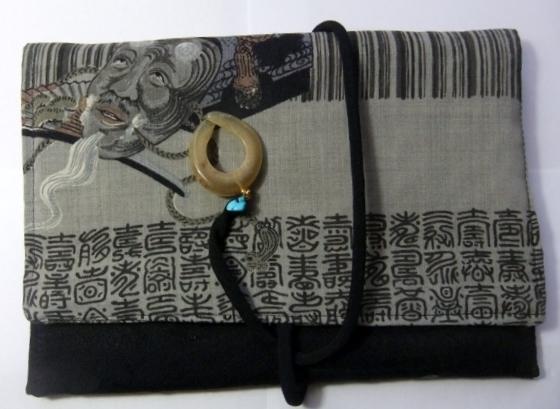 黒の羽織と長襦袢で作ったタブレット入れ 587