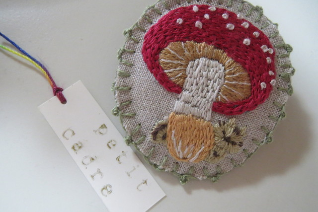 きのことりす 刺繍ブローチ