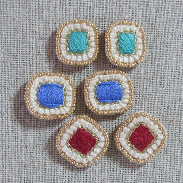 petitcadre-square 小さな額縁 刺繍ピアス スクエア