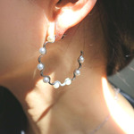 wave hoop pierce with pearl