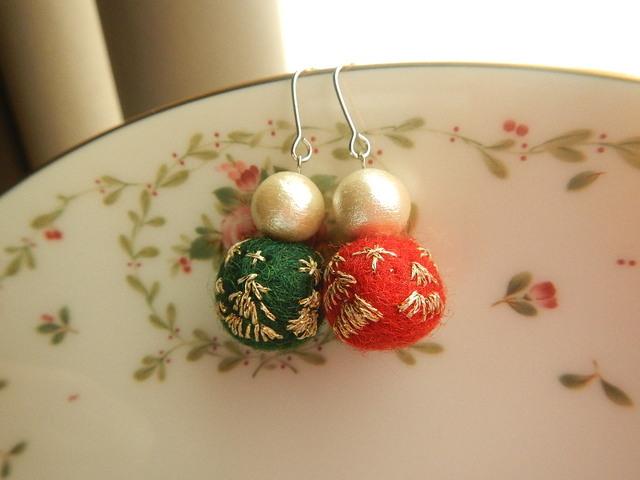 *N様ご注文商品*クリスマスを楽しむぞ お洒落フエルトボールのピアス