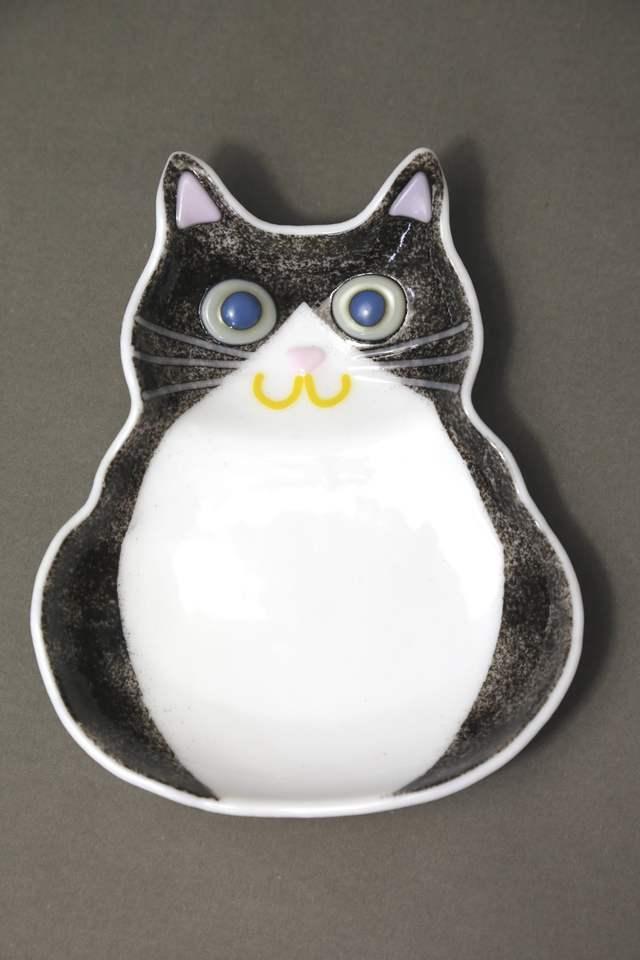 黒猫(ハチワレ)のお皿