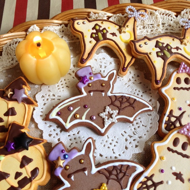 ハロウィンパーティー!『コウモリ』白☆ クッキーブローチ