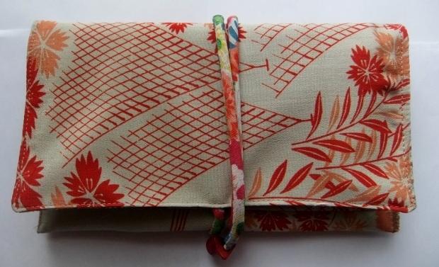 着物リメイク 花柄の長襦袢で作った和風財布 596