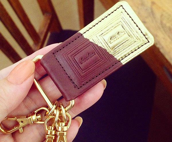 革のチョコレート・キーホルダー スイート(金色の包み紙)