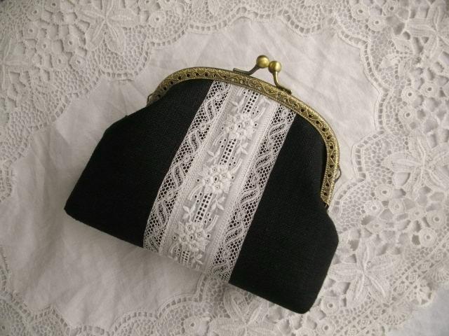 アンティーク手刺繍レース&黒リネンがま口アーチ12