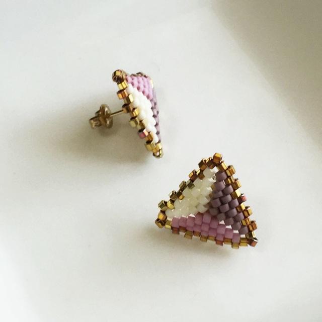 Peyote triangle earrings Lavender 〜ペヨーテステッチの三角ピアス 紫