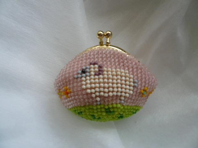 ビーズ編みの ちっちゃな ひつじさんがまぐち財布