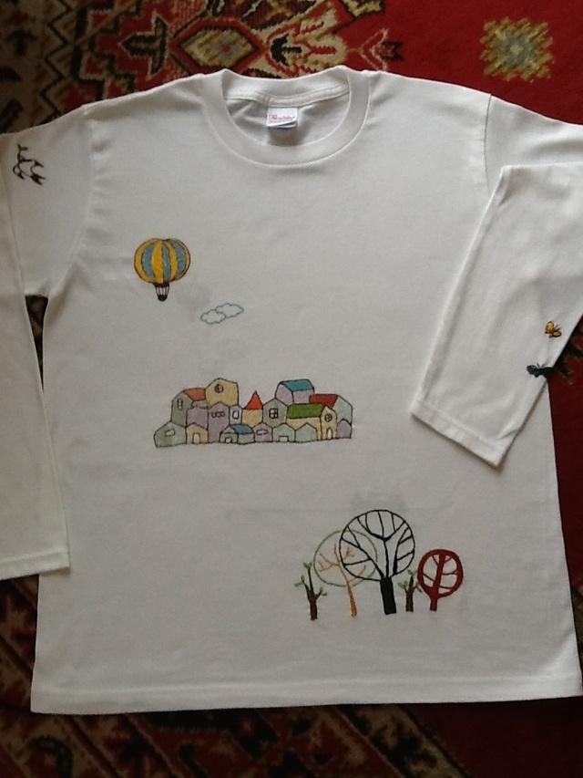 手刺繍のロングTシャツー