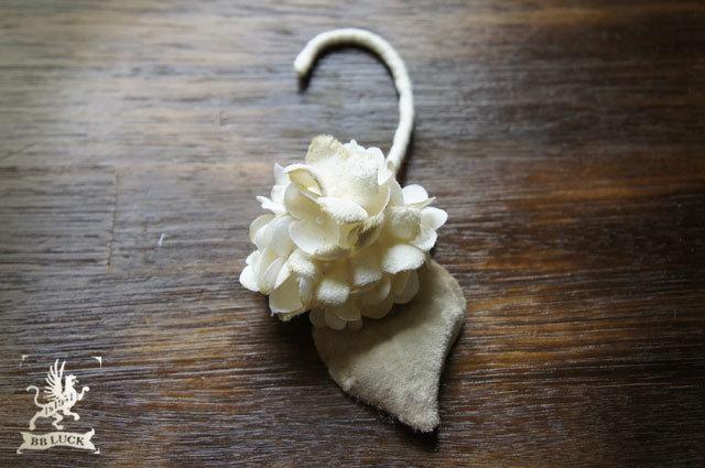 ear hook 【 ちいさな紫陽花のイヤーフック 】
